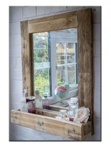 Зеркало с полкой из поддона в ванную